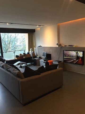 Modern central & spacious, easy access to Xpo - Kortrijk - Apartamento