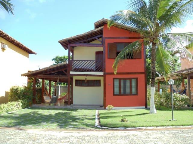Casa de 4 quartos a duas quadras da praia