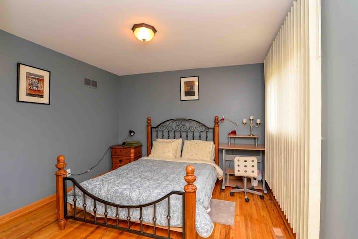 Cozy room 3 @ Southfield / Detroit 30 mins away