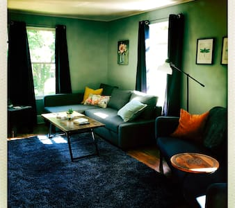 Astor House- Downtown, 6 min to Lambeau, remodeled