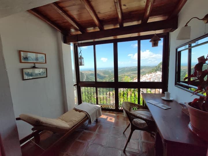 El hogar de Lucía,  playa y montaña.
