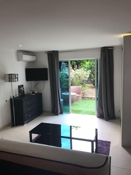 Chambre d 39 h tes a pointe milou villas for rent in for Chambre a part couple