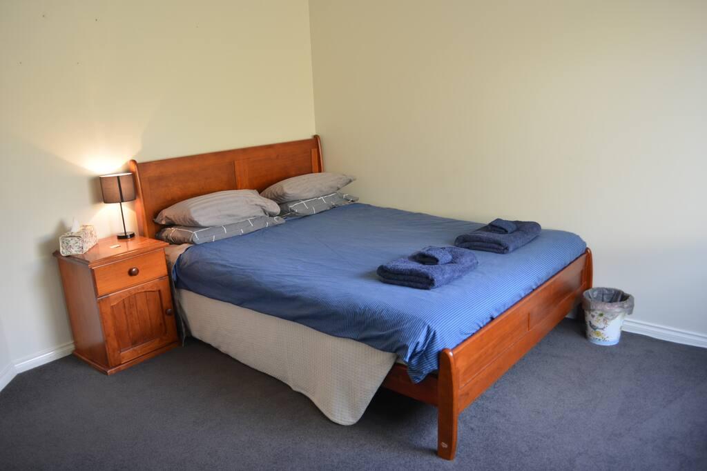 Queen bed 2