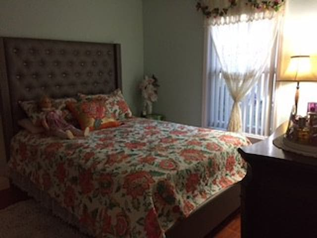 Serene Furnished Room for Rent for FEMALE ONLY! - Royal Palm Beach - Rumah