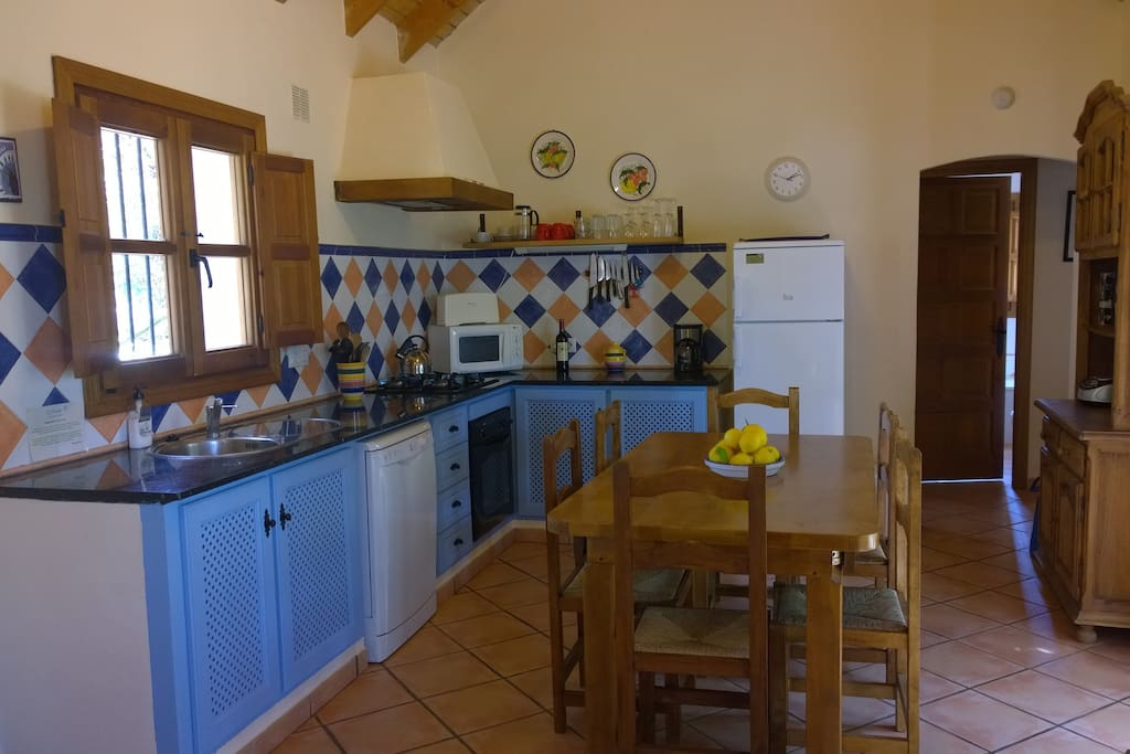 Fully fitted kitchen with dishwasher, gas hob, electric oven