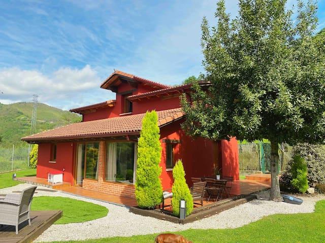 Preciosa Casa con 1000 metros de jardín