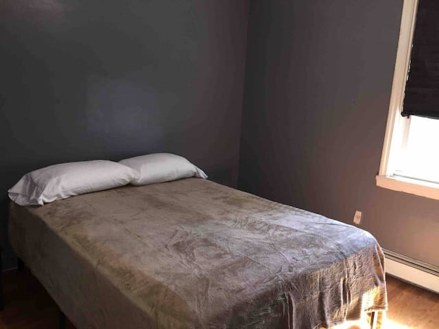 Private Queen Size Bed w Shared Bath (Bronx,NY)