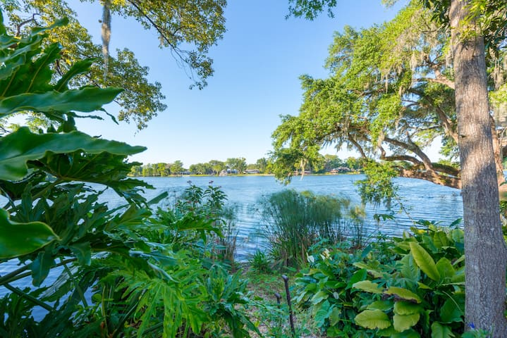 Lakefront Apt near Leu Gardens and Winter Park
