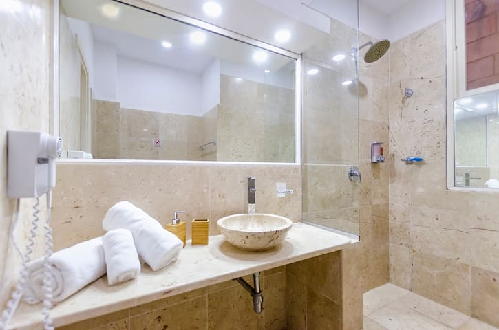 Our spacious bathroom made with Cuban marble, like an ice cream to the eyes