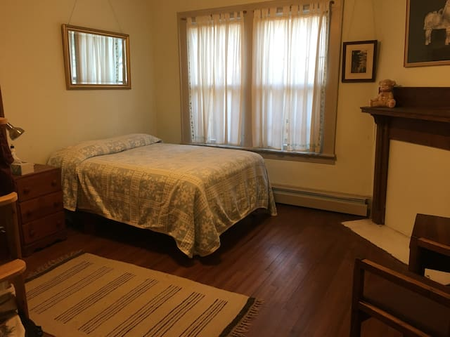 Main Level Bedroom in Historic Home Near Old Salem
