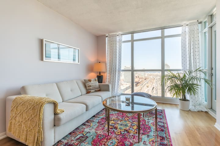 Luxury High Rise in Heart of DT Free Parking