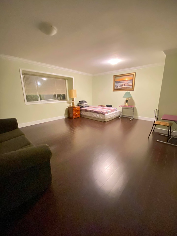 T8 BRIGHT/SPACIOUS/QUIET Bedroom in RICHMOND