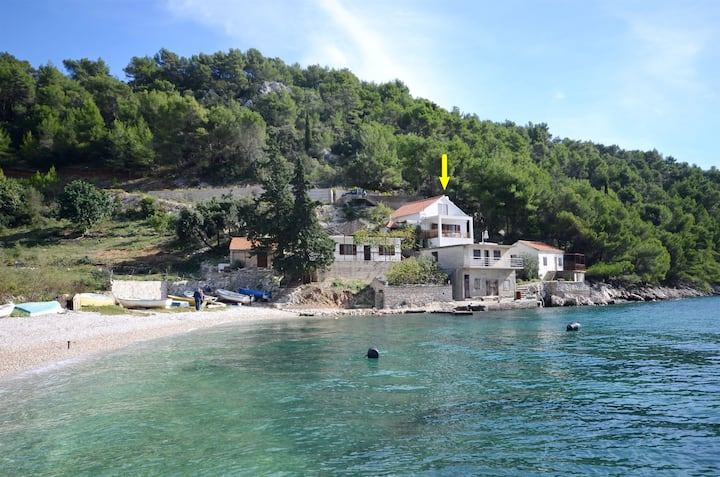 Two Bedroom Remote cottage, beachfront in Bogomolje