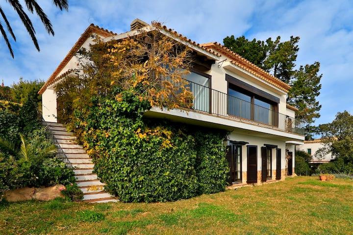 Villa con vistas al mar en una zona tranquila