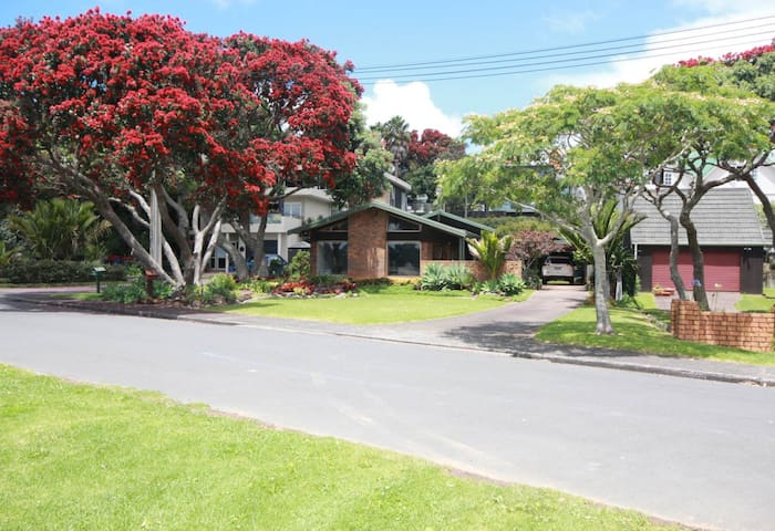 Absolute waterfront  in Bayswater!