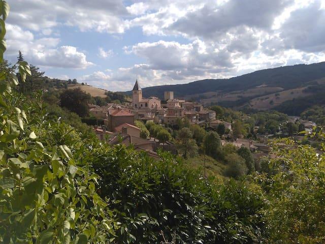 Terrasse et vue magnifique sur le Beaujolais