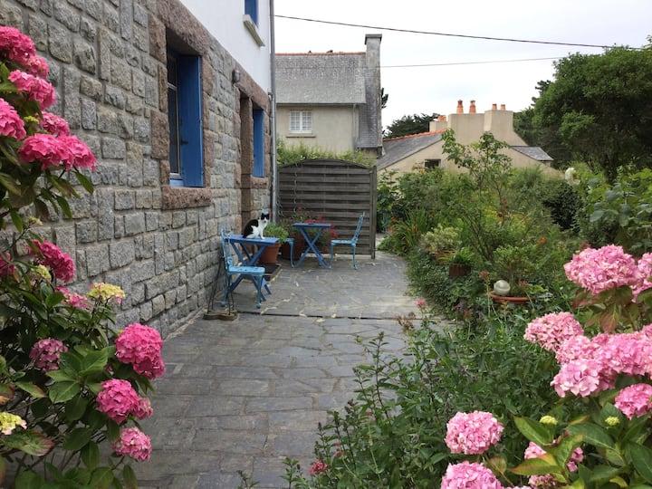 Appartement rez de jardin 50m plage granit rose GR