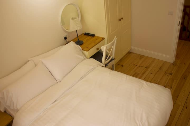 K2. Double Bedroom for Business Professionals.