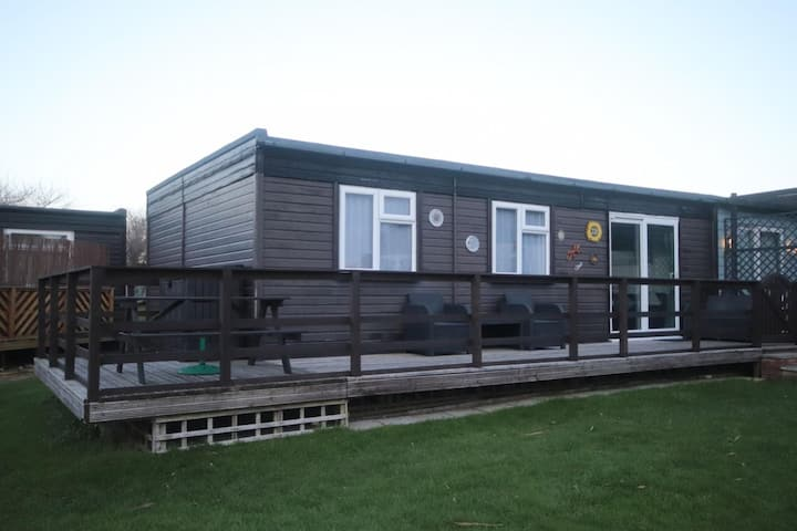 22E Medmerry Park 2 Bedroom Chalet Near Coast