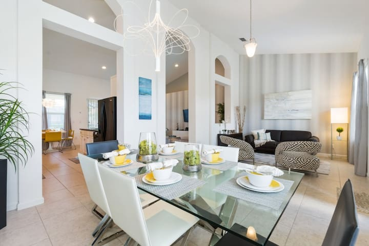 4 Bedrooms/3 Bathrooms Solterra Resort  (4148 OD)