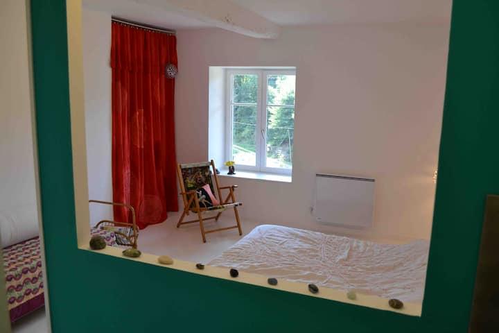 Chambre privative et originale, à 20 mn de Cluny.