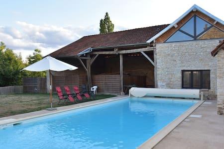 Maison de vacances spacieuse sur la rivière à Channay