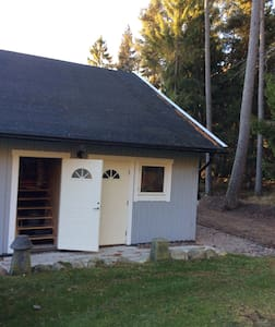 Stort rymligt vindutrymme med egen ingång - Nynäshamn S - Loft