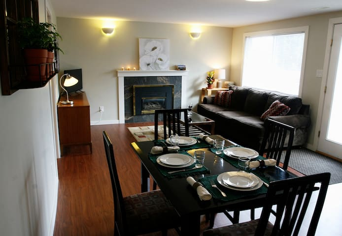 Bright garden suite near the lake - West Kelowna - Daire