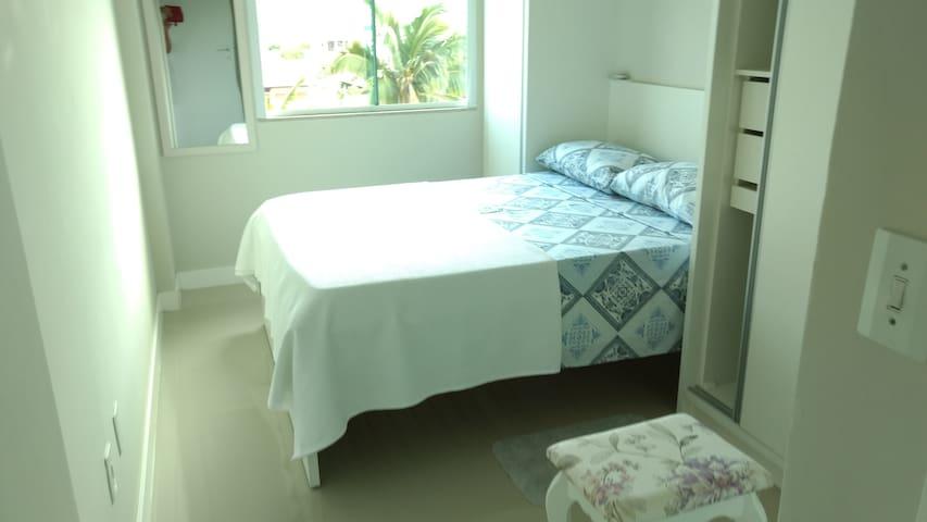 Apartamento Conforto 4 pessoas duas quadras do mar - Bombinhas