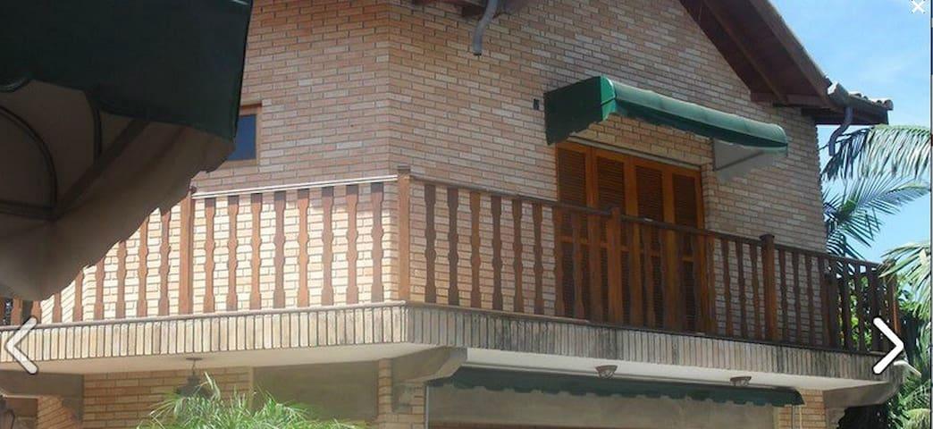 Suite com cama de casal e beliche - Boituva - House