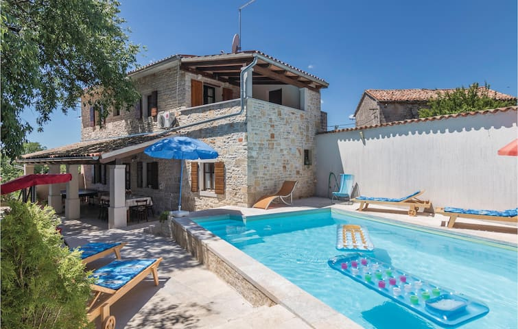Semi-Detached with 4 bedrooms on 154 m² in Grzini