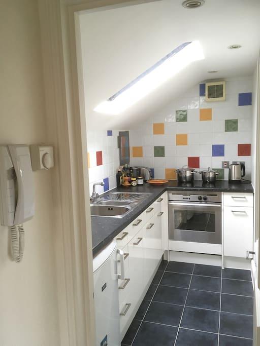 Entrance + kitchen