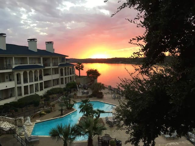 Snowbird Escape - The Island on Lake Travis