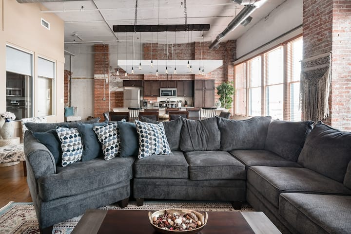 Savor the Industrial Elegance in the Warehouse District
