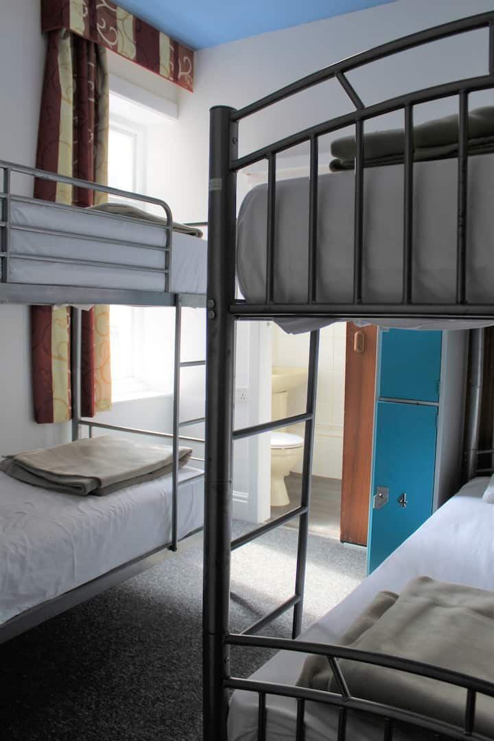 4 Bed male dorm with Ensuite