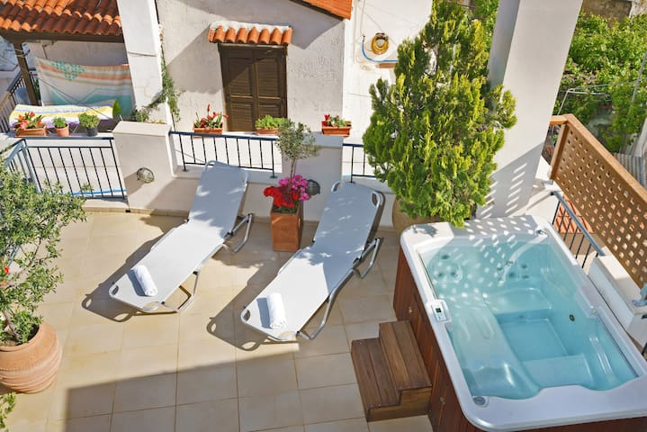 Pinelopi Stonehouse. A mansion with Hot Tube!!