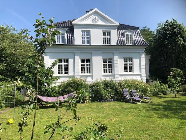 Apartment in a beautiful villa in Hellerup