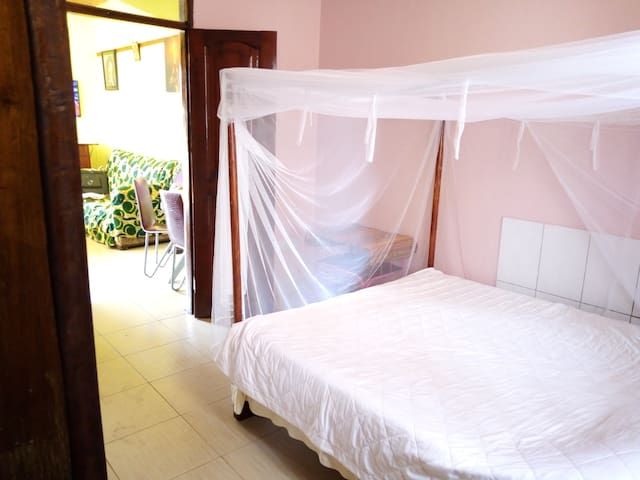 Cozy apartment 5 min to airport,near beaches&mall.
