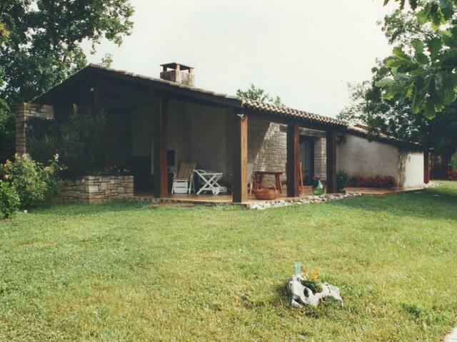 Marchandous, une maison en pleine nature