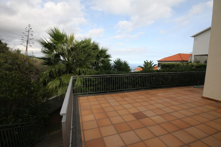 ENTIRE HOUSE: Modern 2BR house with a view Madeira