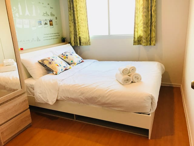 Bedroom with 1 air-conditioner