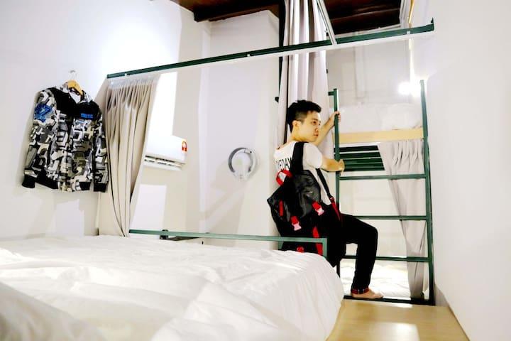 Play! Klang Coshtel (Female Dorm - Bunk Bed)