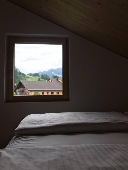 Schlafzimmer mit Blick Richtung Bödele