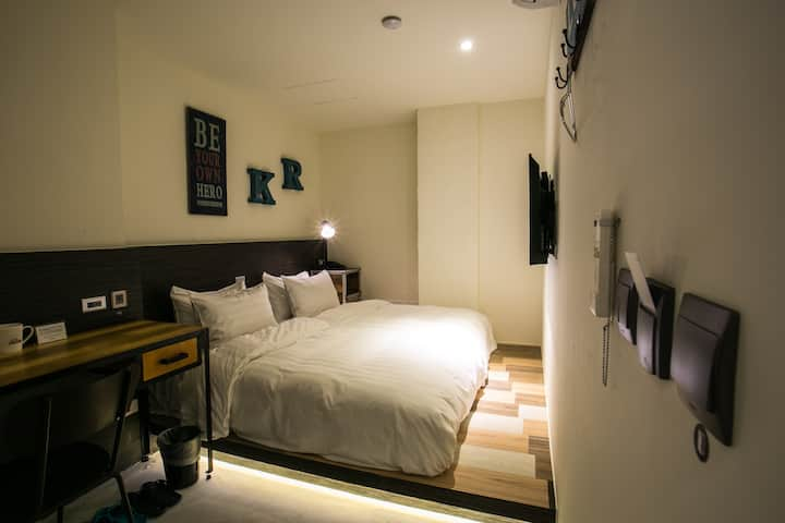 Twin Room close to Taipei Main Stn 5min