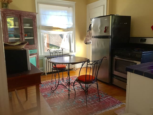 The eat-in kitchen has a microwave, appliances and an espresso coffee maker. There is also a little porch where you can sit outside and enjoy the view of the garden.