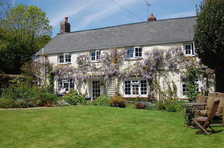 Combas Farm B&B - Mulberry Family/Twin/Double room - Croyde - Bed & Breakfast
