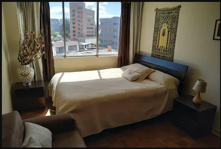 Habitación bien ubicada al centro norte de Quito
