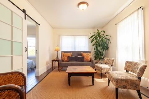 Super Cute Salt Box 2BR - Walk to BART!