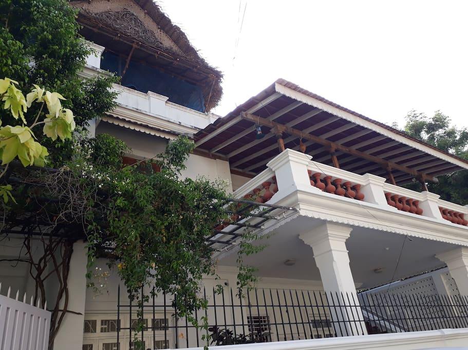 Billy Villa Entrance