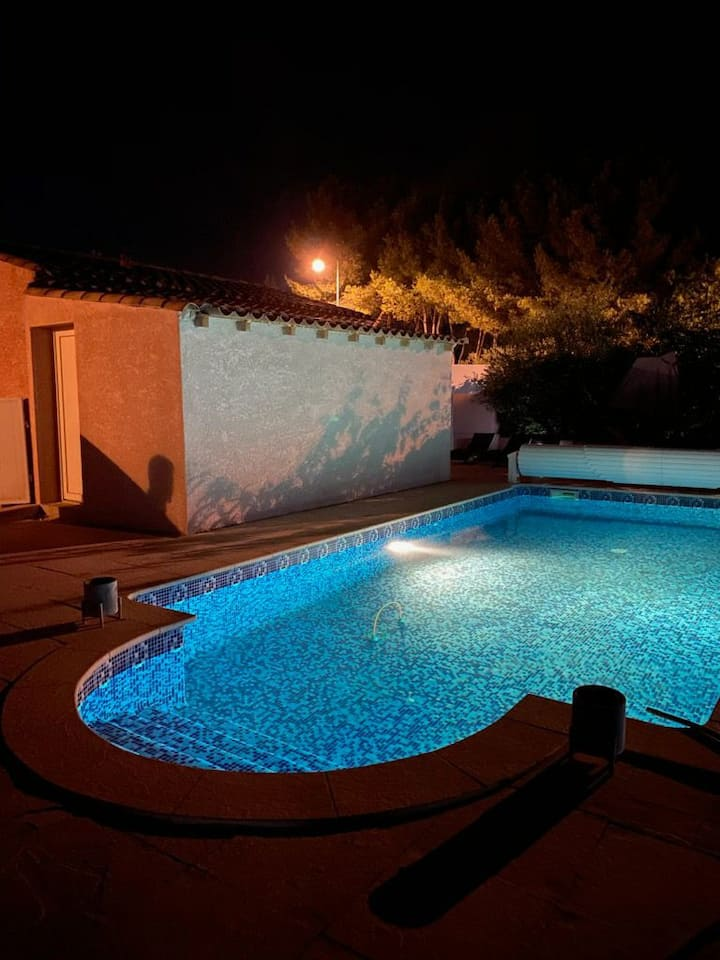 Très beau studio neuf dans propriété avec piscine